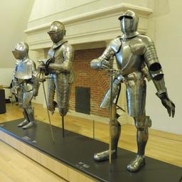 Armures de la fin du XVIème siècle. Source : http://data.abuledu.org/URI/59d69a78-armures-de-la-fin-du-xvieme-siecle