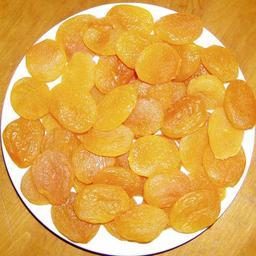 Assiette d'abricots secs. Source : http://data.abuledu.org/URI/50c64e2b-assiette-d-abricots-secs