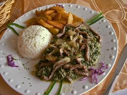 Assiette de ndolé camerounais. Source : http://data.abuledu.org/URI/52d7dc69-assiette-de-ndole-camerounais
