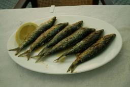 Assiette de sardines grillées. Source : http://data.abuledu.org/URI/52e42724-assiette-de-sardines-grillees