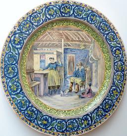 Assiette en faïence à décor breton de Locmaria. Source : http://data.abuledu.org/URI/58585fef-assiette-en-faience-a-decor-breton-de-locmaria