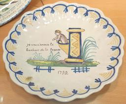 Assiette patriotique en faïence de Locmaria. Source : http://data.abuledu.org/URI/58585cc9-assiette-patriotique-en-faience-de-locmaria