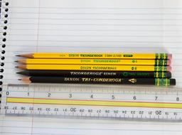 Assortiment de crayons à papier. Source : http://data.abuledu.org/URI/531c6c97-assortiment-de-crayons-a-papier