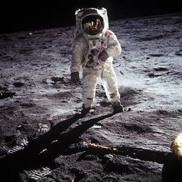 Astronaute sur la lune. Source : http://data.abuledu.org/URI/503a21ba-astronaute-sur-la-lune