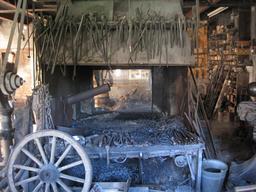Atelier du forgeron Girard. Source : http://data.abuledu.org/URI/54a49d19-atelier-du-forgeron-girard