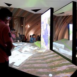 Atelier interactif à la Cité du Vin. Source : http://data.abuledu.org/URI/59f2c713-atelier-interactif-a-la-cite-du-vin