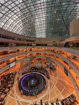Atrium de supermarché à Moscou. Source : http://data.abuledu.org/URI/58cef168-atrium-de-supermarche-a-moscou