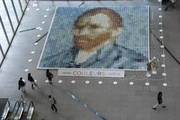 Auto-portrait de Van Gogh realisé en 2000 polos à Tokyo. Source : http://data.abuledu.org/URI/532ec013-auto-portrait-de-van-gogh-realise-en-2000-polos-a-tokyo