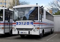 Autobus de police parisiens. Source : http://data.abuledu.org/URI/53e377a4-autobus-de-police-parisiens