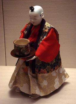 Automate japonais Karakuri. Source : http://data.abuledu.org/URI/50ecc1c3-automate-japonais-karakuri