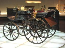Automobile Daimler de 1886. Source : http://data.abuledu.org/URI/5288b3b7-automobile-daimler-de-1886