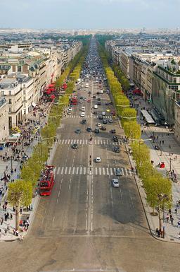 Avenue des Champs-Elysées. Source : http://data.abuledu.org/URI/53e38765-avenue-des-champs-elysees