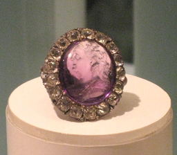 Bague de Catherine de Russie. Source : http://data.abuledu.org/URI/50211a32-bague-de-catherine-de-russie