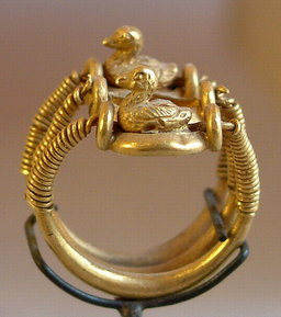 Bague égyptienne. Source : http://data.abuledu.org/URI/5021175b-bague-egyptienne