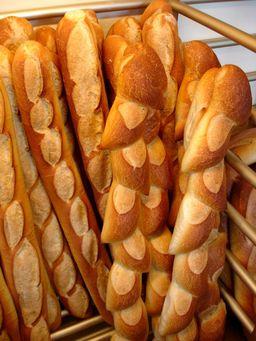 baguettes de pain. Source : http://data.abuledu.org/URI/47f4e6c8-baguettes-de-pain