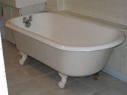 Baignoire à pieds. Source : http://data.abuledu.org/URI/50211aec-baignoire-a-pieds