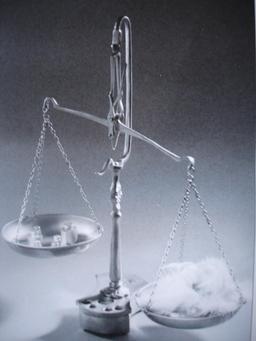 Balance et inégalité. Source : http://data.abuledu.org/URI/518d597f-balance-et-inegalite