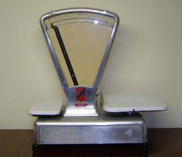 Balance semi-automatique. Source : http://data.abuledu.org/URI/52120bb2-balance-semi-automatique