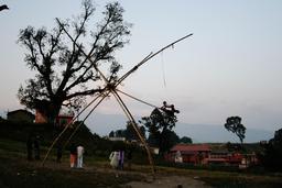 Balançoire à Kathmandou. Source : http://data.abuledu.org/URI/53145f18-balancoire-a-kathmandou