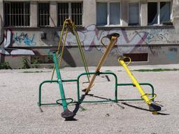 Balançoires à bascule. Source : http://data.abuledu.org/URI/53146215-balancoires-a-bascule