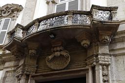 Balcon à Milan. Source : http://data.abuledu.org/URI/5314cf30-balcon-a-milan