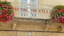Balcon de l'hôtel de ville à Montignac-24. Source : http://data.abuledu.org/URI/5994e2b1-balcon-de-l-hotel-de-ville-a-montignac-24
