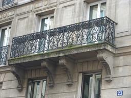 Balcon parisien. Source : http://data.abuledu.org/URI/5314c5c2-balcon-parisien
