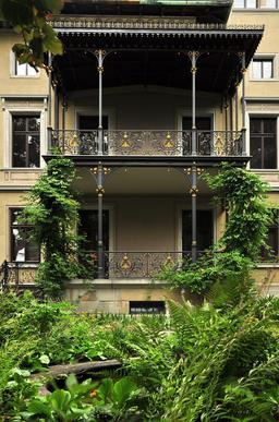 Balcons de la villa Tobler en Suisse. Source : http://data.abuledu.org/URI/5314c968-balcons-de-la-villa-tobler-en-suisse