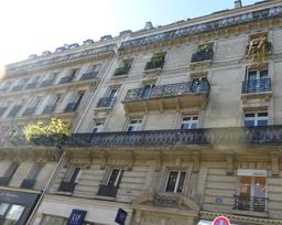 Balcons fleuris à Paris. Source : http://data.abuledu.org/URI/581a27ae-balcons-fleuris-a-paris
