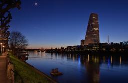 Bâle et le Rhin le soir. Source : http://data.abuledu.org/URI/5854749d-bale-et-le-rhin-le-soir