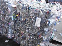 Ballots de bouteilles plastiques. Source : http://data.abuledu.org/URI/510dc012-ballots-de-bouteilles-plastiques