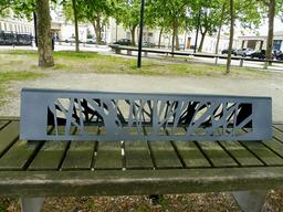 Banc de pierre à Bordeaux. Source : http://data.abuledu.org/URI/5920d643-banc-de-pierre-a-bordeaux