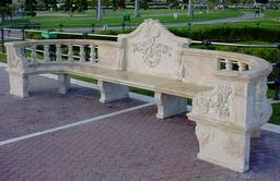 Banc en pierre. Source : http://data.abuledu.org/URI/53150b49-banc-en-pierre