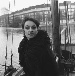 Barbara à Amsterdam en 1965. Source : http://data.abuledu.org/URI/588287c8-barbara-a-amsterdam-en-1965