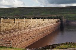 Barrage et réservoir de Scar House en Angleterre. Source : http://data.abuledu.org/URI/54cfcbfa-barrage-et-reservoir-de-scar-house-en-angleterre