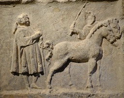 Bas-relief antique au musée de Dijon. Source : http://data.abuledu.org/URI/56cf93da-bas-relief-antique-au-musee-de-dijon