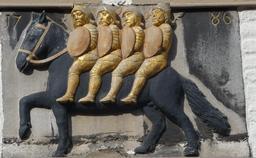 Bas-relief de Bayard et des quatre fils Aymon. Source : http://data.abuledu.org/URI/54a75afe-bas-relief-de-bayard-et-des-quatre-fils-aymon