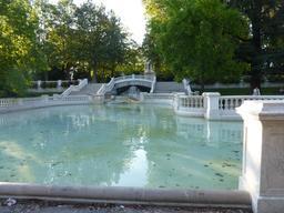 Bassin au jardin Darcy à Dijon. Source : http://data.abuledu.org/URI/582042a8-bassin-au-jardin-darcy-a-dijon-