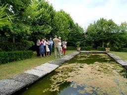 Bassin aux oies dans le parc du Château Malleret à Cadaujac. Source : http://data.abuledu.org/URI/594eb340-bassin-aux-oies-dans-le-parc-du-chateau-malleret-a-cadaujac