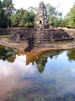 Bassin central à Neak Pean. Source : http://data.abuledu.org/URI/51d0a1c0-bassin-central-a-neak-pean
