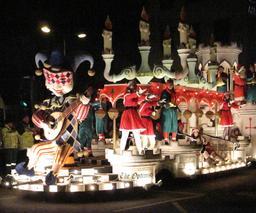 Bataille de fleurs de Jersey - parade nocturne. Source : http://data.abuledu.org/URI/525fd3bd-bataille-de-fleurs-de-jersey-