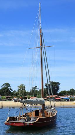 Bateau à voile en bois. Source : http://data.abuledu.org/URI/55bfa31a-bateau-a-voile-en-bois
