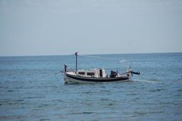 Bateau de pêche à Sant Marti d'Empuries. Source : http://data.abuledu.org/URI/590a45ab-bateau-de-peche-a-sant-marti-d-empuries