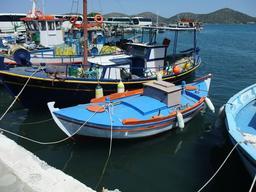 Bateaux de pêche en Crète. Source : http://data.abuledu.org/URI/52960aa0-bateaux-de-peche-en-crete