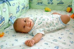 Bébé souriant. Source : http://data.abuledu.org/URI/47f50ce2-b-b-souriant