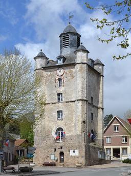 Beffroi de Saint-Riquier, Somme, Picardie. Source : http://data.abuledu.org/URI/5565cf8b-beffroi-de-saint-riquier-somme-picardie