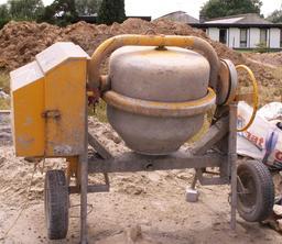 Bétonnière. Source : http://data.abuledu.org/URI/51b0a121-betonniere