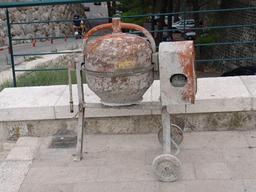 Bétonnière de chantier. Source : http://data.abuledu.org/URI/51dddbd0-betonniere-de-chantier