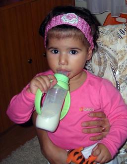 Biberon de lait. Source : http://data.abuledu.org/URI/502986fd-biberon-de-lait