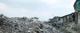 Bidonville de Jakarta. Source : http://data.abuledu.org/URI/56b7912d-bidonville-de-jakarta